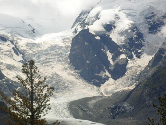 Bernina Express: Morteratch Glacier looks alive