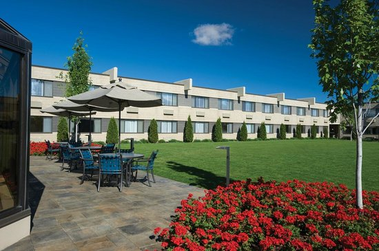 Best Western Plus University Inn: Relax in our beautiful outdoor courtyard