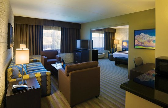 Best Western Plus University Inn : Upgrade your stay to one of our suites!