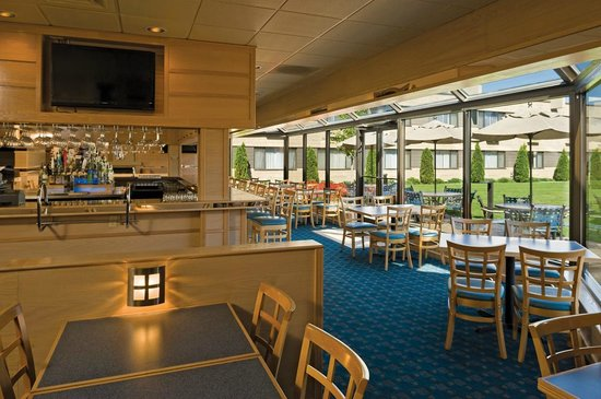 Best Western Plus University Inn: Seasons Grill - enjoy great food, spirits and wine!