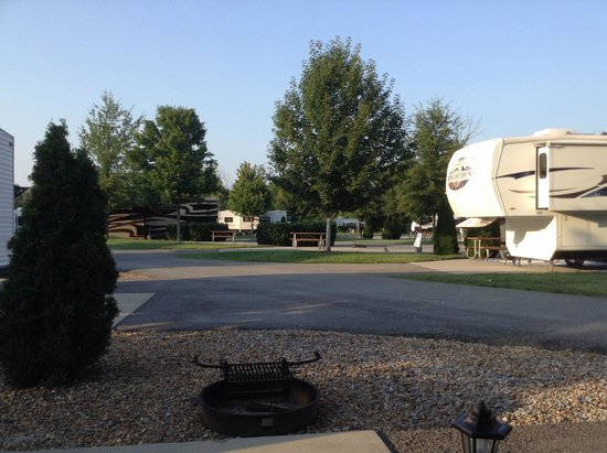 Pine Mountain RV Park by the Creek: paved roads -Well groomed