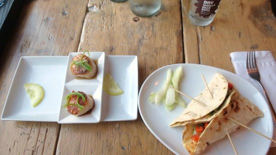 The Fainting Goat: SCALLOPS AND FISH TACOS