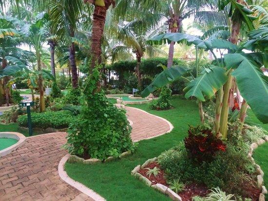 Secrets Maroma Beach Riviera Cancun: The putt-putt course