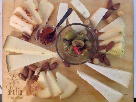 A' Putia Bottega Siciliana: Tagliere Formaggi 2