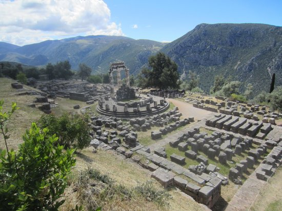 Ruines de Delphes : ruins of Temple of Athena