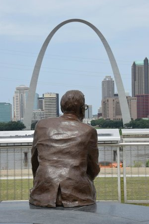Malcolm W Martin Memorial Park: Malcolm and the arch