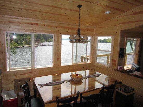 White Iron Beach Resort: Dining area