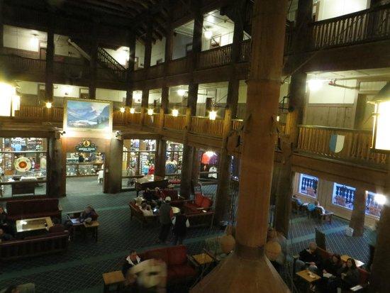 Many Glacier Hotel : lobby