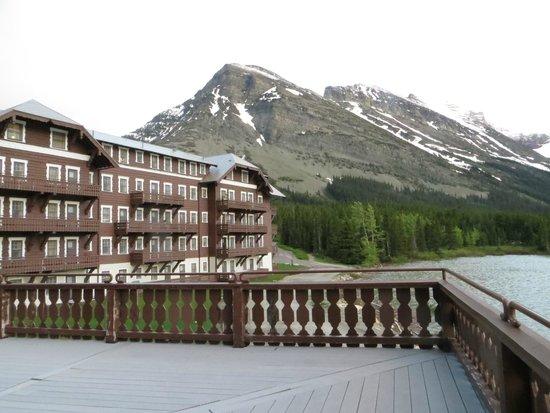 Many Glacier Hotel : view
