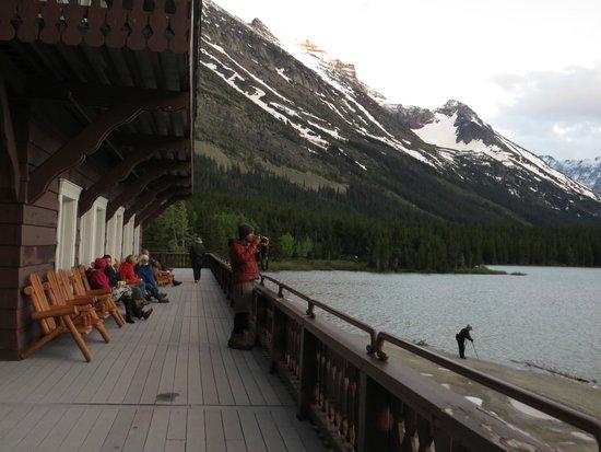Many Glacier Hotel : deck