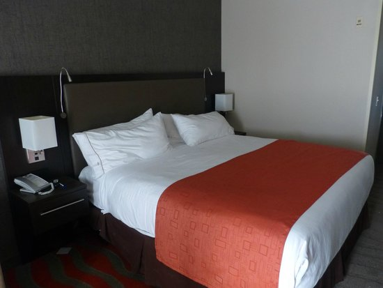 Holiday Inn Express & Suites Naples: Cuarto