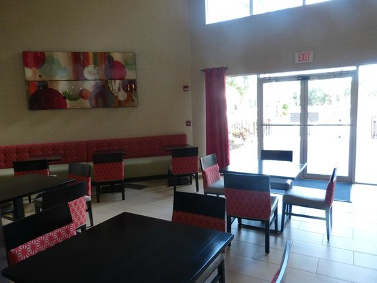 Holiday Inn Express & Suites Naples: Comedor