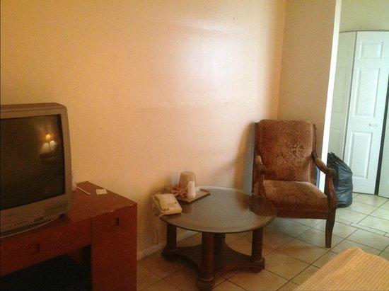 Palm Beach Oceanfront Inn: old furniture