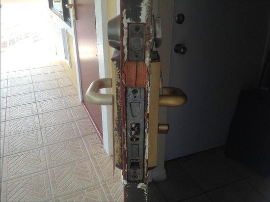 Palm Beach Oceanfront Inn: rotted door