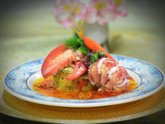 Green Turtle Market : Champagne Poached Lobster