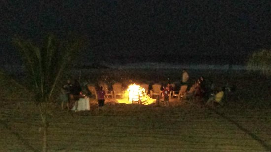 Ocean Place Resort & Spa : Bonfire on the beach complete with marshmallows