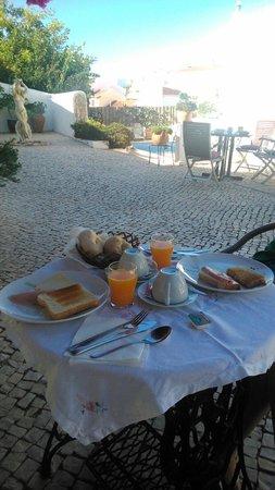 Rio Arade Manor House: Pequeno almoço no terraço