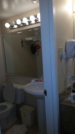 Best Western Battlefield Inn: Bathroom