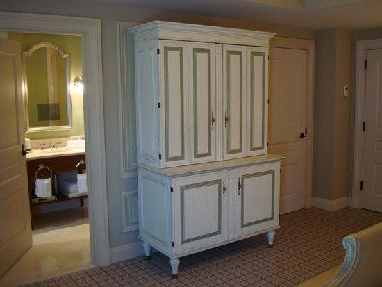 The Jefferson, Washington DC: TV armoire