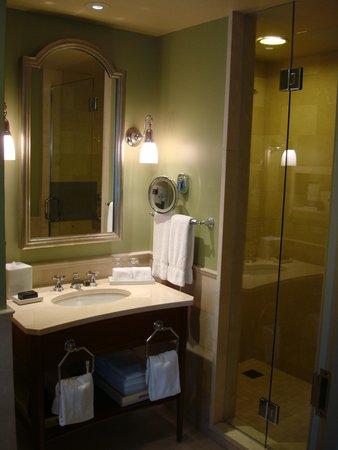 The Jefferson, Washington DC: Bathroom