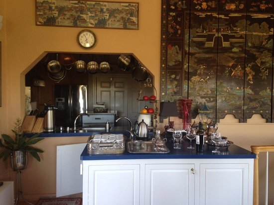 Bella Villa Messina Bed and Breakfast: View from the Dining Table looking into the large Kitchen