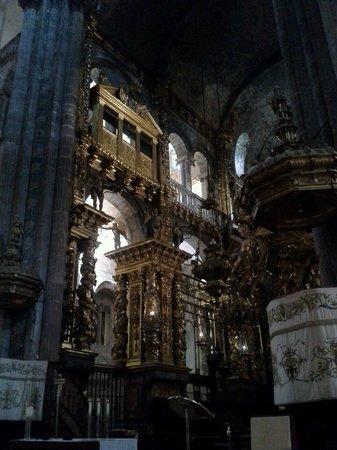 Botafumeiro: Pilgrim mass, alter