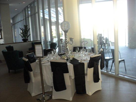 Mercure Melbourne Caroline Springs: A Table for a Wedding