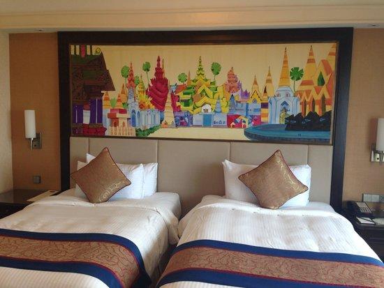 Sule Shangri-La Yangon : Twin bed