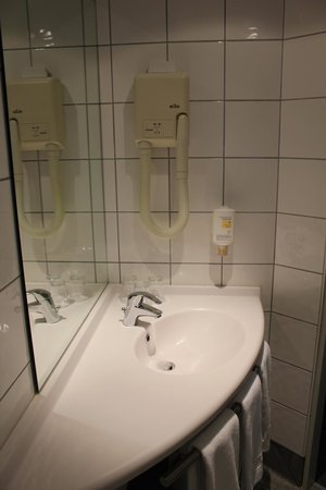 Hotel Turenne : Bathroom