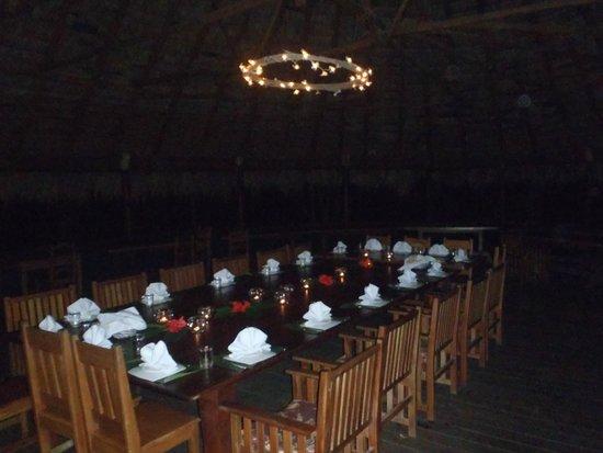 Iguana Lodge: Reservation Family Style Dining