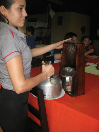 Wave Expeditions: At the coffee/sugarcane farm /demonstration