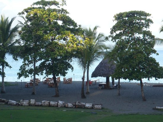 Iguana Lodge: Beach BBQ