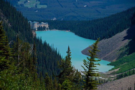 Fairmont Chateau Lake Louise: View from Plain of the Six Glaciers walk