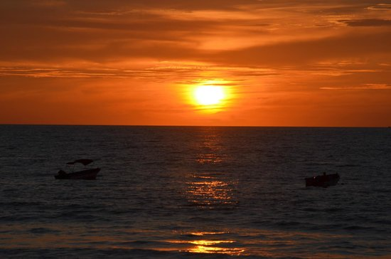 Toro Blanco Resort: Amazing sunsets...................