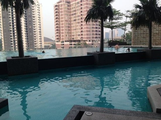 The Residences @ Swiss-Garden Hotel & Residences Kuala Lumpur: the pool
