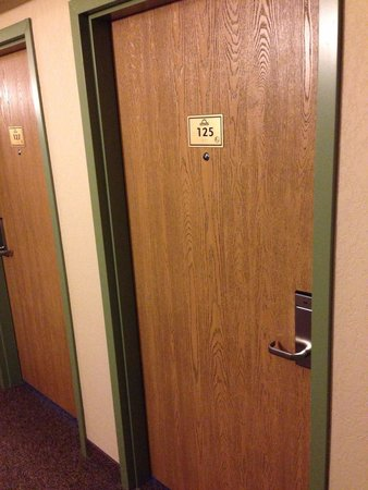 Days Inn Thunder Bay North: Ugly room doors