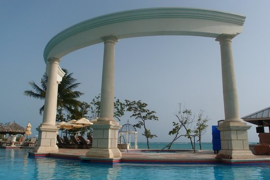 Sandals Whitehouse: View from the Dutch pool