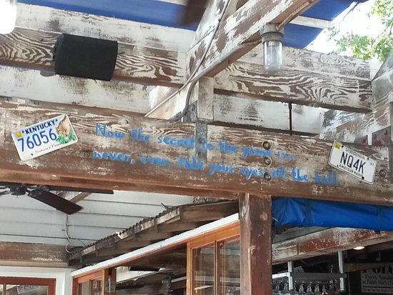 Bubba Gump Shrimp Co Lahaina: Very cool decor/feel of restaurant