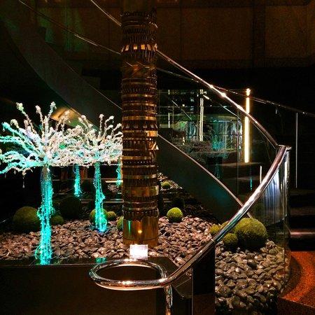 Le Meridien San Francisco: Lobby staircase