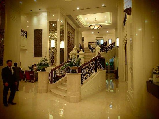 Grande Centre Point Hotel Ratchadamri : Foyer area of hotel