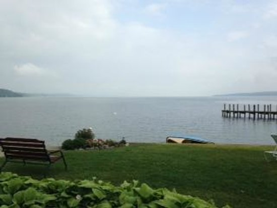 Driftwood Inn Bed and Breakfast: View on Cayuga Lake from back porch