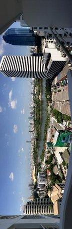 Shama Lakeview Asoke Bangkok : View of Lake from Balcony Room, Tower A
