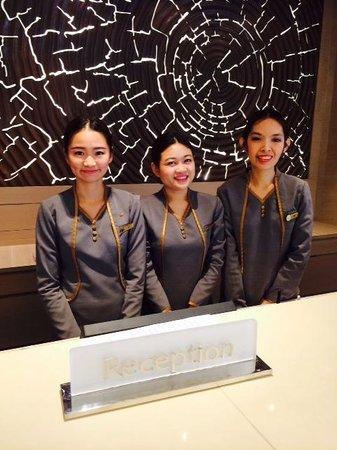 Shama Lakeview Asoke Bangkok : Reception Staff