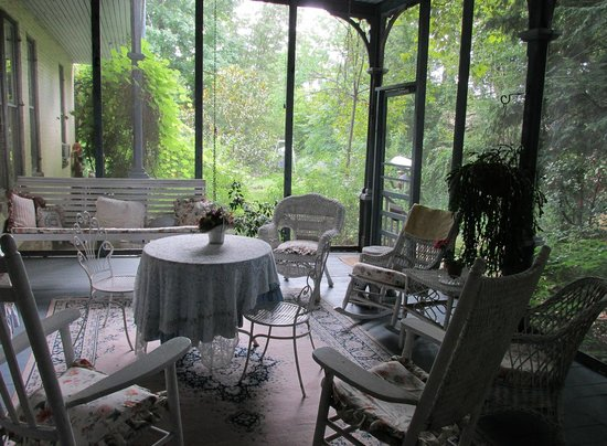 McLean House Bed and Breakfast : Porch