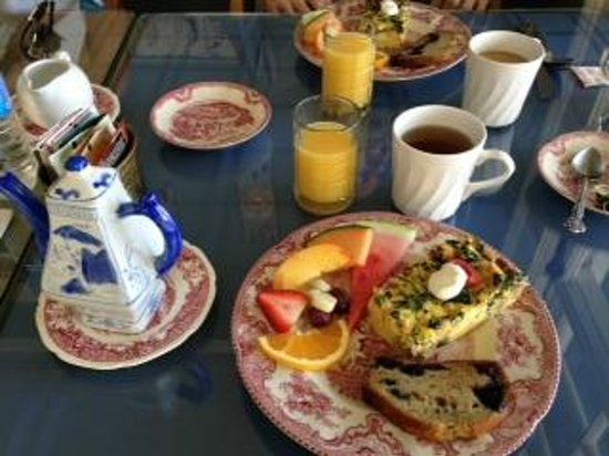 Driftwood Inn Bed and Breakfast: Breakfast