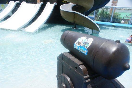 Gran Caribe Resort: y las mangueras que estaban conectadas al cañon??