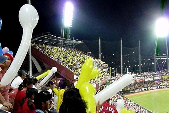 MAZDA Zoom-Zoom Stadium Hiroshima : 風船飛ばし・・阪神サイド