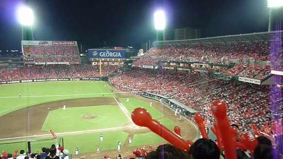 MAZDA Zoom-Zoom Stadium Hiroshima : カープサイド風船飛ばし
