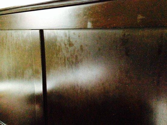 Duckworth Hotel: Dusty And Smudgy Headboard
