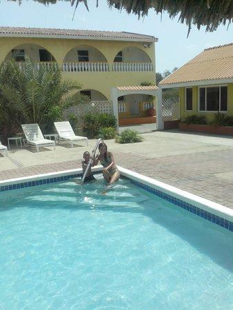 Coconut Inn: En la piscina del hotel...